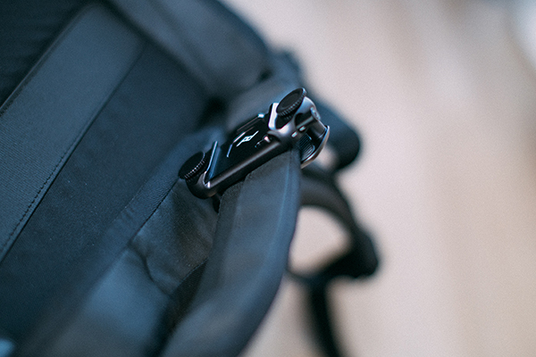 Peak Design EVERYDAY BACKPACK V2にCAPTURE clipの隙間