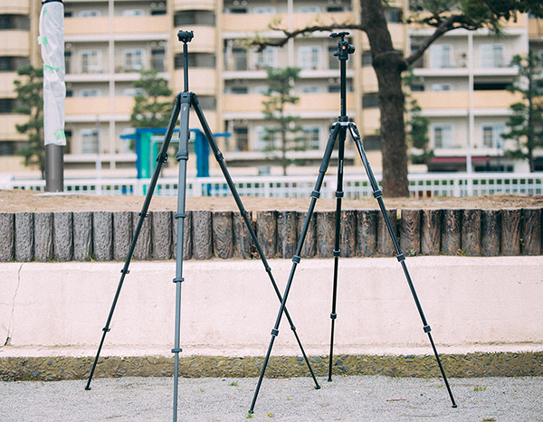 EVERYDAY BACKPACKにTravel Tripod 伸ばした状態